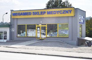 MEGAMED – przy wjeździe do szpitala